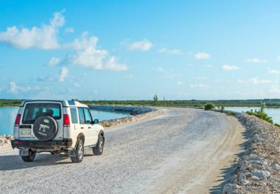 cover-land-rover-discovery-at-north-and-middle-caicos-causeway