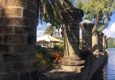 Antigua_Nelsons-Dockyard-pillars