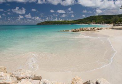 Antigua_buccaneer-beach-club-beach