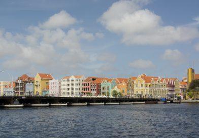 Curacao_Punda_mit_Queen_Emma_Bridge