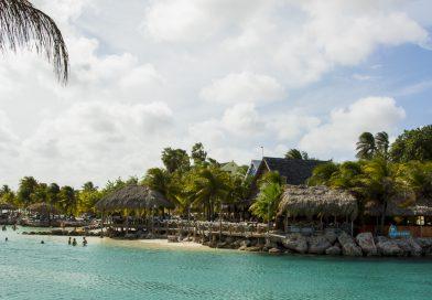 Curacao_Restaurant_Hemmimgway_Mambo_Beach