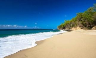 Grenada_magazine_beach